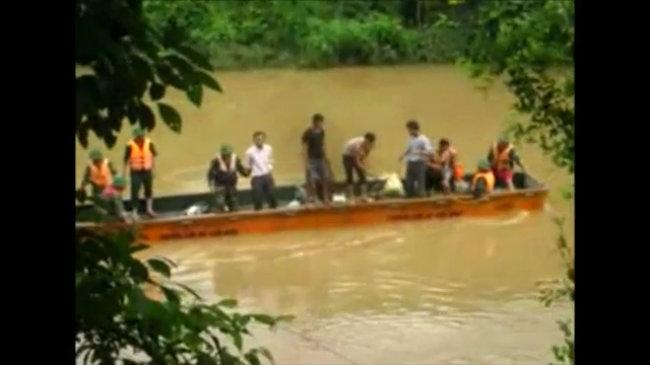 Lực lượng chức năng tìm kiếm nạn nhân mất tích