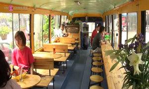 Quán cà phê trên xe buýt tại Hà Nội