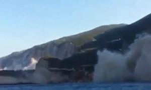Du khách ghi lại khoảnh khắc động đất phá hủy bãi biển