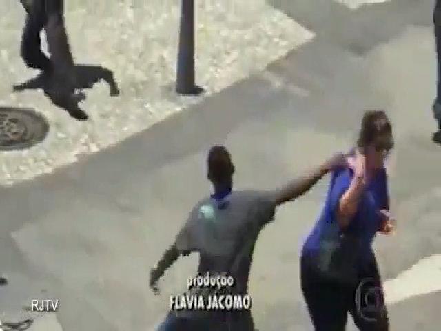 Băng cướp thiếu niên trắng trợn cướp của du khách
