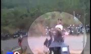 Voi phát điên đập nát xe cộ trong lễ hội Ấn Độ
