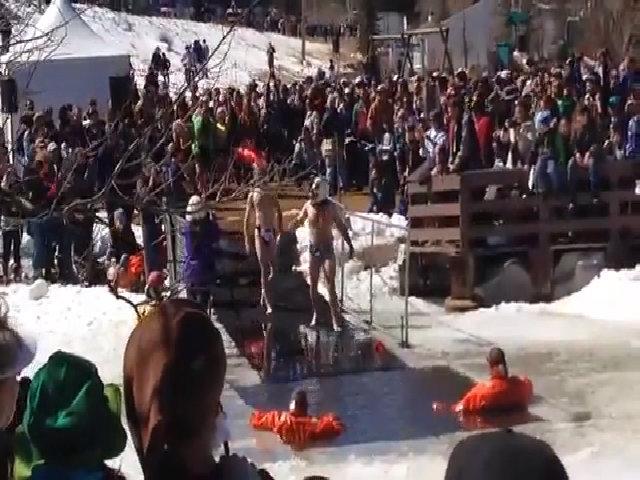 Lễ hội Ngày người chết đóng băng kỳ lạ ở Mỹ