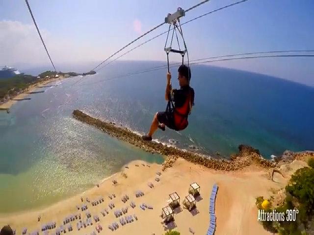 Tuyến zipline trượt trên mặt nước dài nhất thế giới