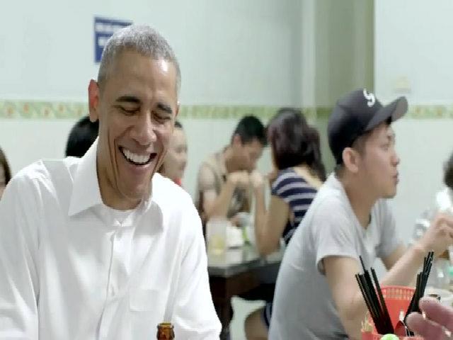 Obama cười tươi ăn bún chả Hà Nội trên đài Mỹ