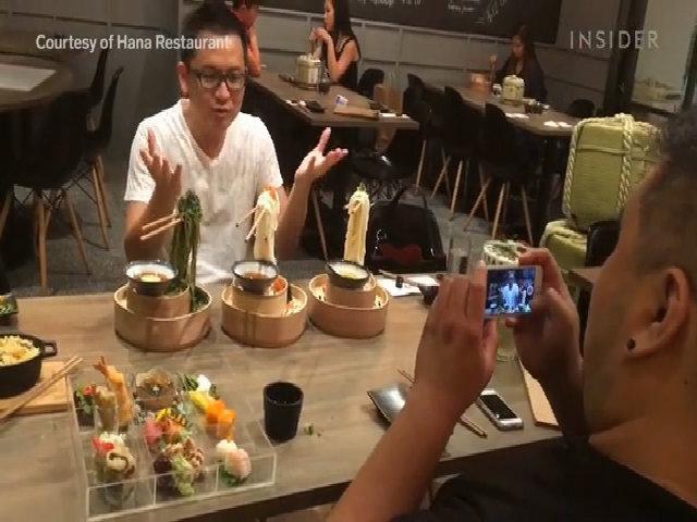 Món mì bay tạo cơn sốt tại Singapore