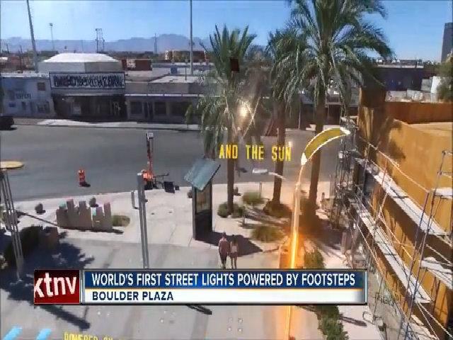 Đèn đường thắp sáng bằng bước chân người đi bộ ở Las Vegas