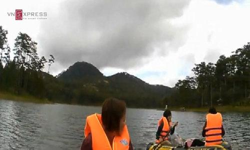 Chèo thuyền hồ Tuyền Lâm, vào rừng ngắm lá phong đỏ