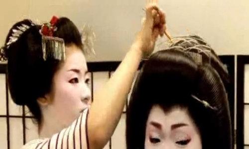 Maiko - những cô gái tập luyện trở thành Geisha