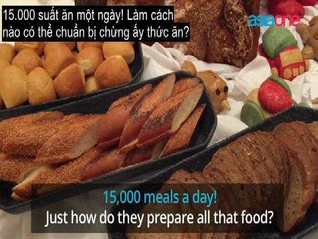 Du thuyền siêu sang chuẩn bị đồ ăn cho khách như thế nào