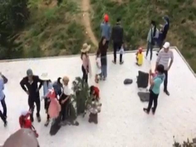 Chùa Linh Quy Pháp Ấn đông nghẹt khách