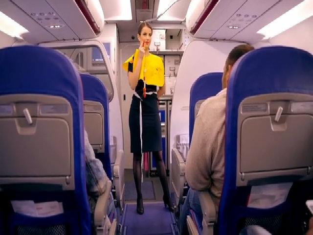 Tiếp viên hàng không kể khổ vì làm việc quá sức, lương 'bèo'
