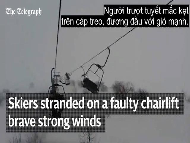 130 du khách lơ lửng trên cáp treo giữa trời do gió lớn
