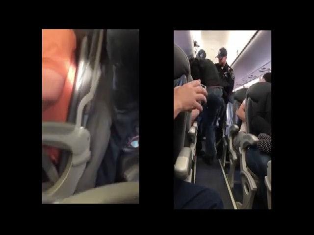 Những hành khách bị đuổi khỏi máy bay khiến dư luận dậy sóng