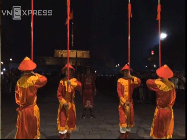 Tái hiện nghi thức đổi gác dưới triều Nguyễn phục vụ du khách