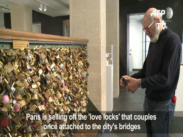 Paris cắt khóa tình yêu đem đấu giá