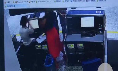 Lỡ chuyến, khách Trung Quốc xông vào tát nhân viên check-in