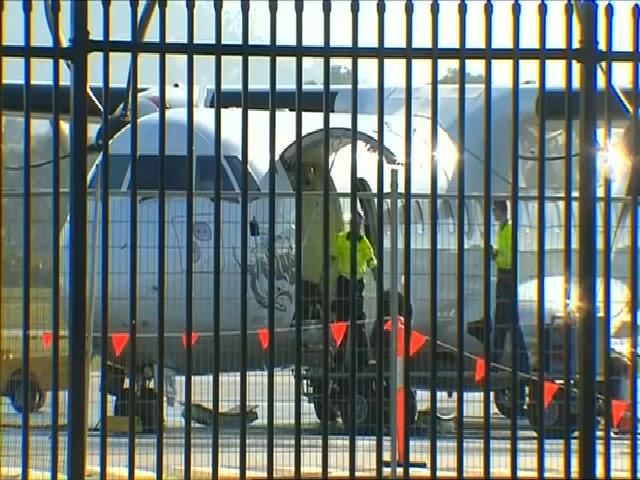Hành khách nhảy từ cửa sổ máy bay để thoát thân