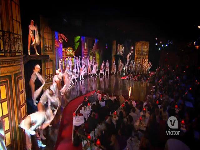 Moulin Rouge - 'động tiên' giữa lòng phố đêm Paris