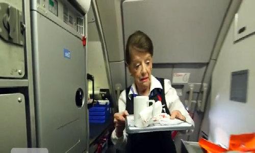 Nữ tiếp viên hàng không cao tuổi nhất thế giới