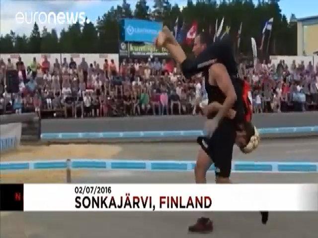 Những người đàn ông thích cõng vợ ở Phần Lan