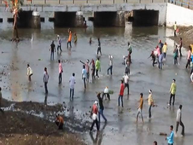 Hơn 400 người bị thương trong lễ hội ném đá tại Ấn Độ