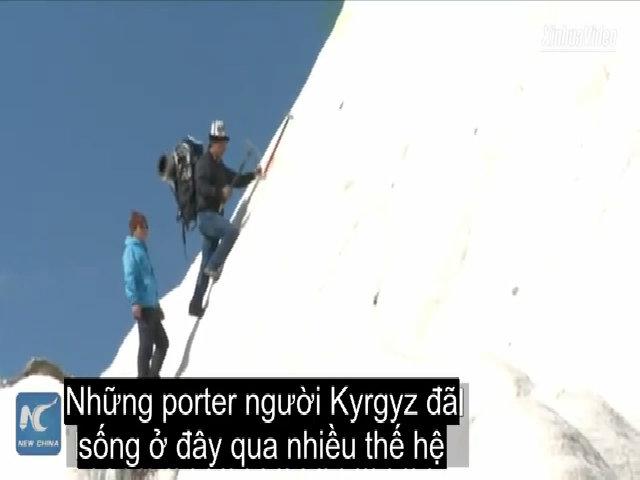 Cuộc sống trên núi cao hơn 7.000m ở Tân Cương