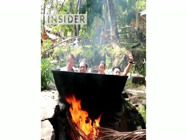 Tắm vạc dầu - thú thư giãn bằng cách 'luộc' người tại Philippines