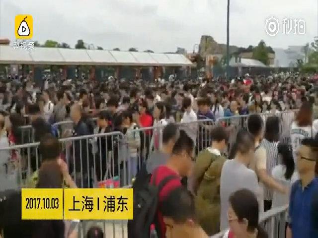 Biển người Trung Quốc 'rồng rắn' đi du lịch trong Tuần lễ Vàng