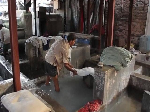 Cuộc sống của 7.000 công nhân tại tiệm giặt là lớn nhất Ấn Độ