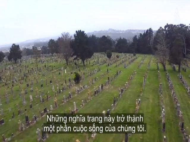 Thị trấn của cái chết/Nơi người dân dã ngoại trong nghĩa trang