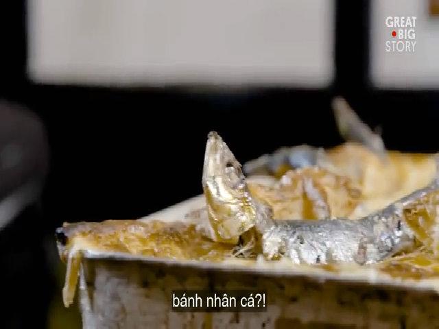 Món bánh chứa toàn đầu cá mòi của Anh
