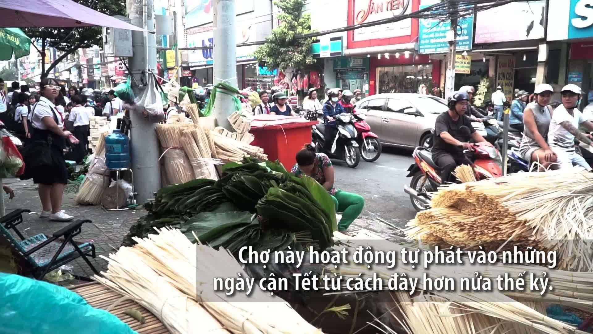 Chợ lá hơn nửa thế kỷ mỗi năm họp một lần ở Sài Gòn