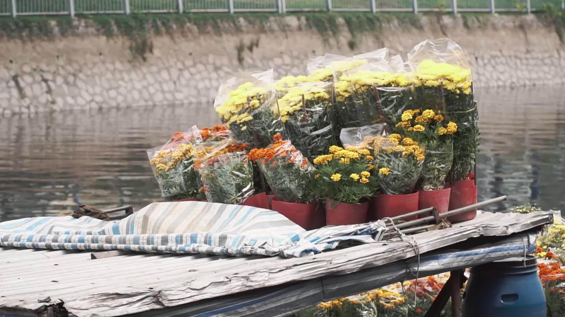 Phiên chợ 'trên bến dưới thuyền' mỗi năm chỉ có một lần ở Sài Gòn