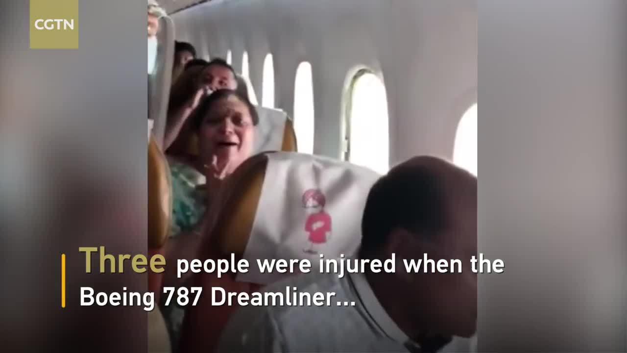 Máy bay Ấn Độ vào vùng nhiễu động, cửa sổ bật khung kính