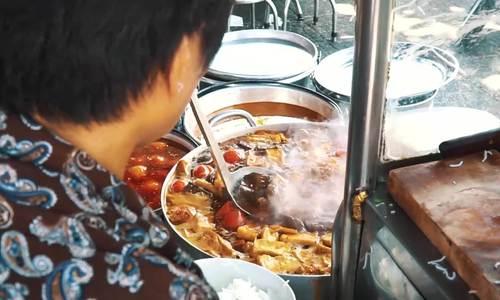Quán bún riêu 30 năm ở Sài Gòn: bán 500 tô trong 6 tiếng mỗi ngày