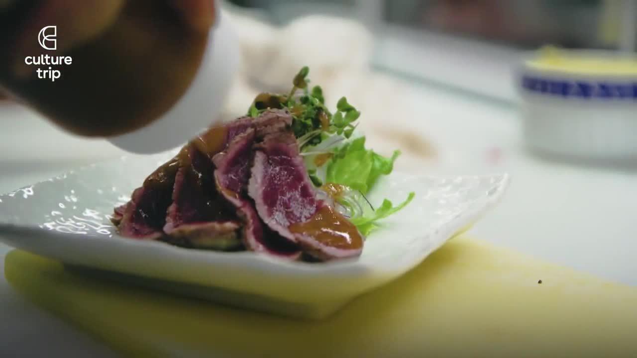 Nhà hàng Nhật 121 năm chuyên phục vụ thịt ngựa sống