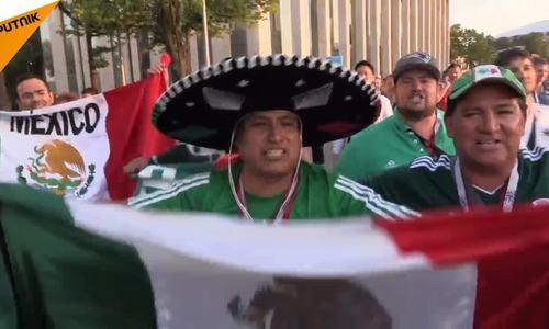 Cổ động viên Mexico ăn mừng trước chiến thắng của đội tuyển nước nhà