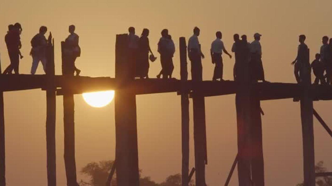 Hoàng hôn trên cây cầu gỗ đẹp nhất Myanmar