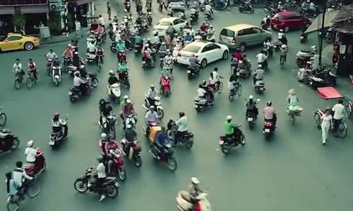 Đường sá Hà Nội khiến khách Tây phát hoảng khi xem video/Video quay đường phố Hà Nội khiến khách Tây