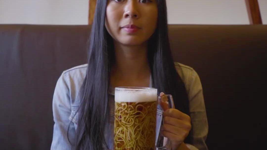 Mì Ramen trông như cốc bia lạnh ở Canada