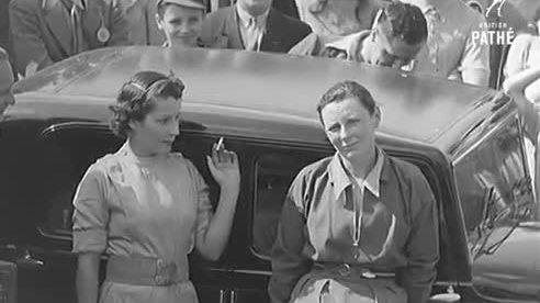 Phụ nữ đi du lịch thế nào những năm 1920