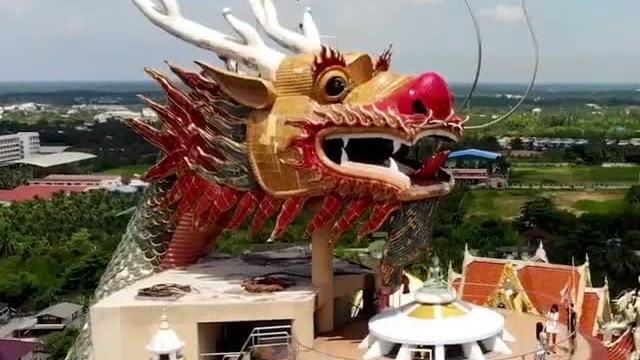 Ngôi chùa màu hồng linh thiêng ở Thái Lan