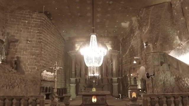 Thánh đường 700 năm tuổi xây toàn bằng muối ở Ba Lan