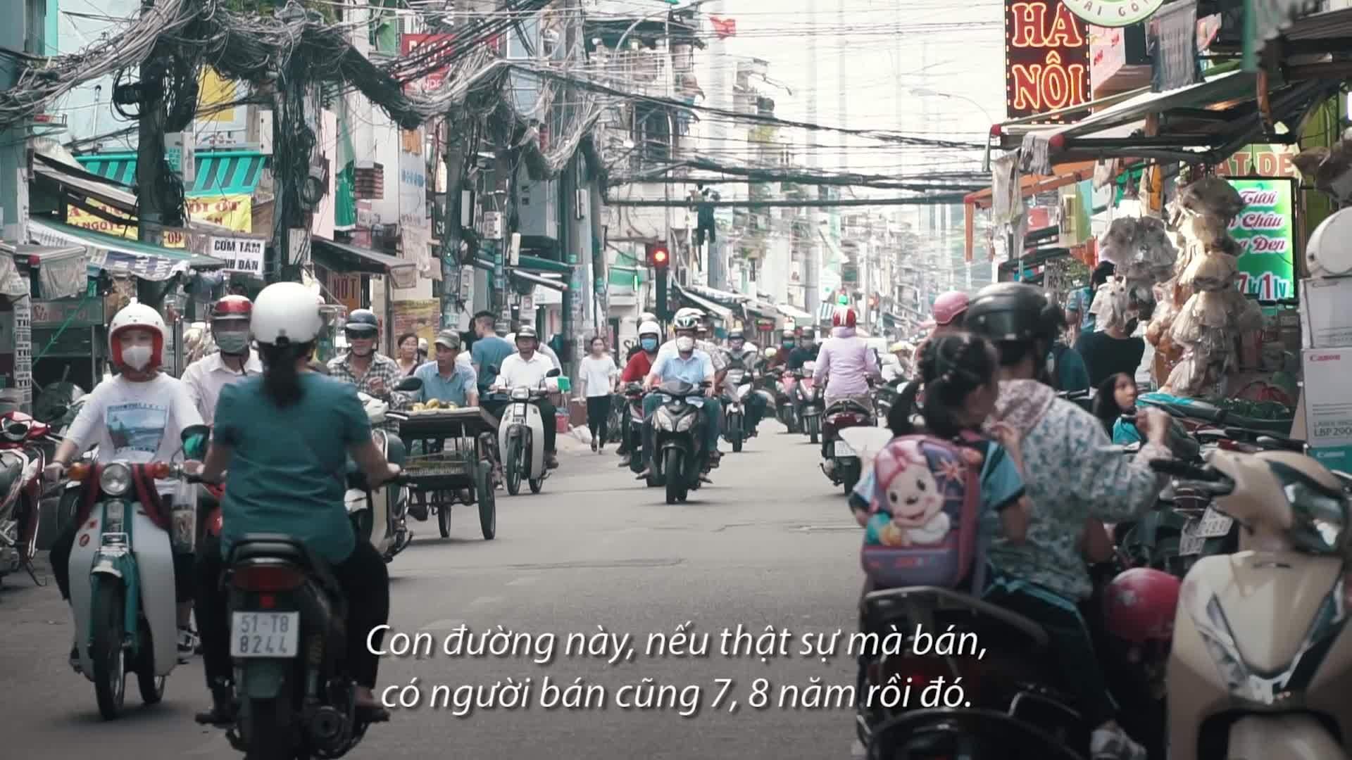Chuyện về con đường bánh tráng trộn nổi tiếng nhất Sài Gòn