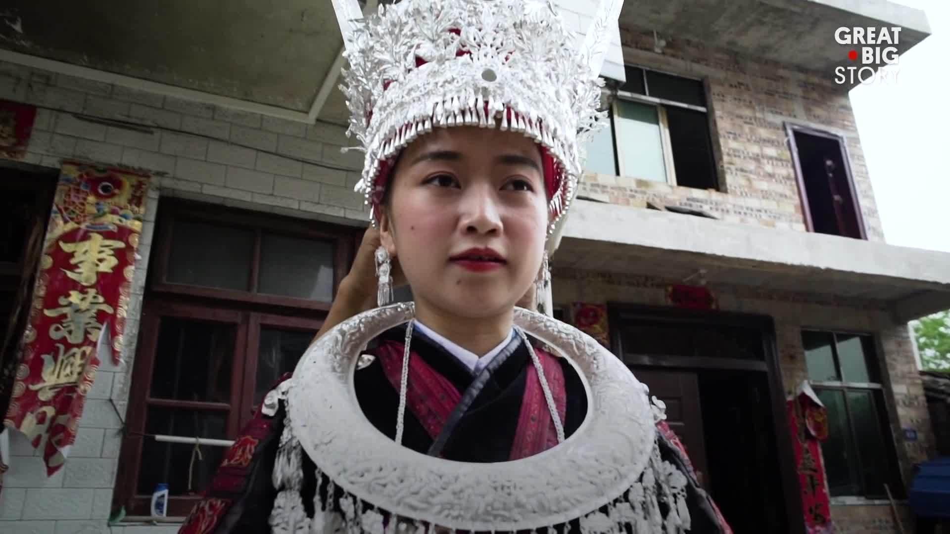Nơi cô dâu phải đeo trang sức bạc 13kg ở Trung Quốc