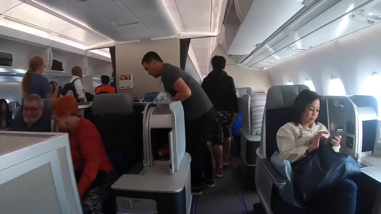 Hành khách tố bị tiếp viên ngó lơ do nói xấu hãng bay