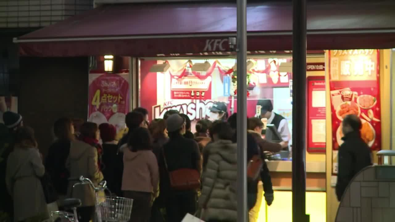 Sự thật đằng sau mốt ăn gà KFC dịp Giáng sinh của người Nhật