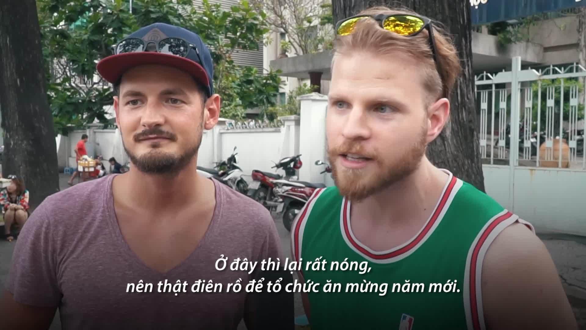 Khách Tây kể sự khác biệt khi đón năm mới ở Việt Nam