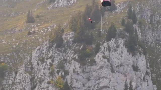 Cú nhảy mạo hiểm trên đỉnh núi đẹp nhất châu Âu