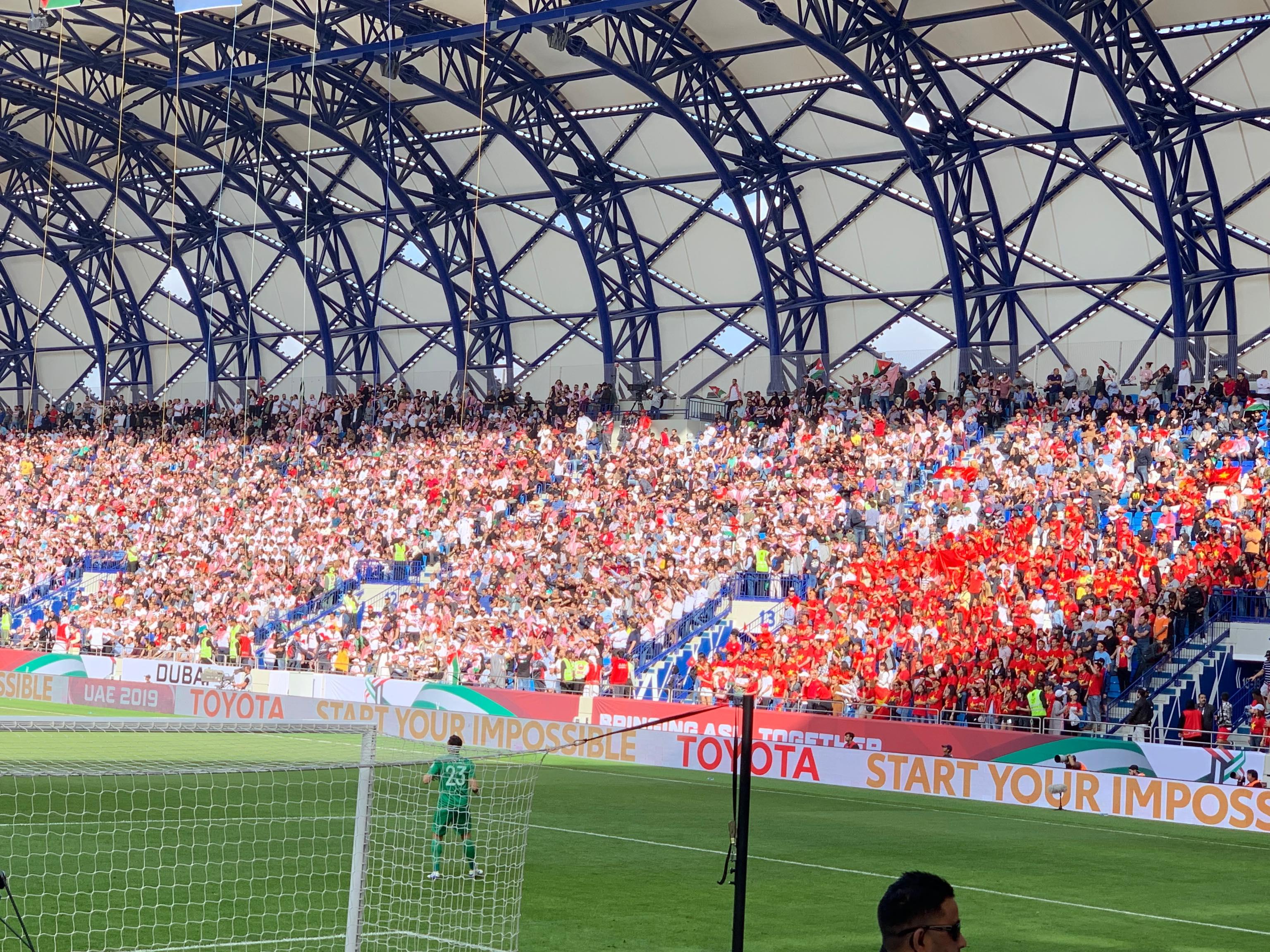 CĐV Việt Nam tại Dubai ăn mừng chiến thắng